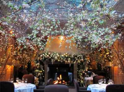 The Clos Maggiore Restaurant install Hogarth picture lights