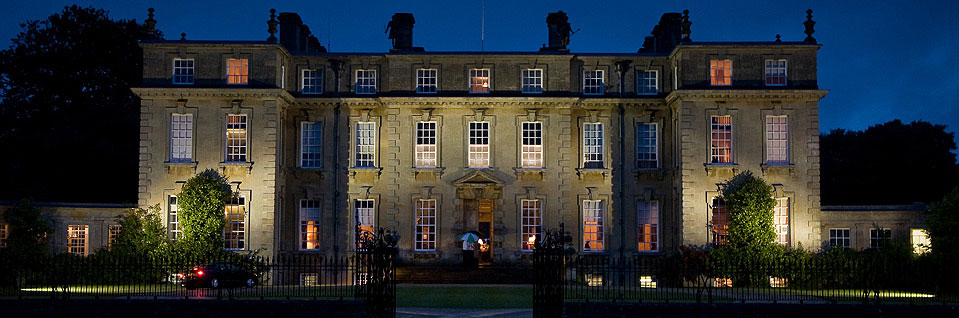 Ditchley Park in Oxfordshire install Hogarth Lighting picture lights for their art collection