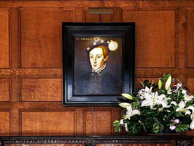 hogarth picture light on portrait at hever castle