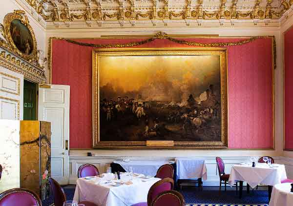 How to light a large painting? Hogarth picture lights, handmade luminaires for elegant interiors