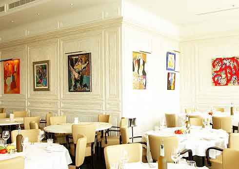 le petit maison restaurant, dubai install Hogarth picture lights into their restaurant.