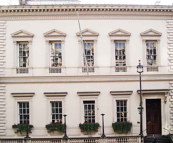 Travellers Club London, install Hogarth picture lights refurbishment